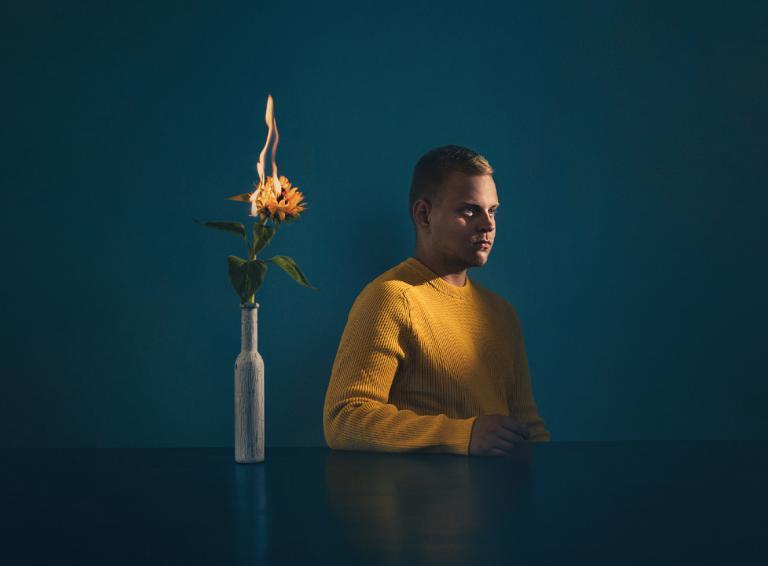 Lucius Szikora prichádza s videoklipom k debutu Niekomu patriť