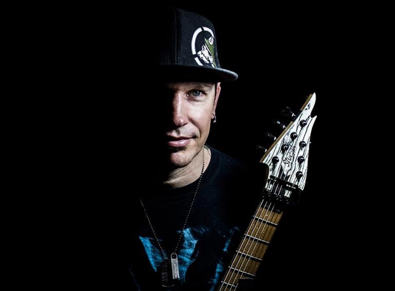 Nové video Briana Bajáka k inštrumentálnej skladbe Interstellar na 9-strunovej gitare Sivčák BW9GS