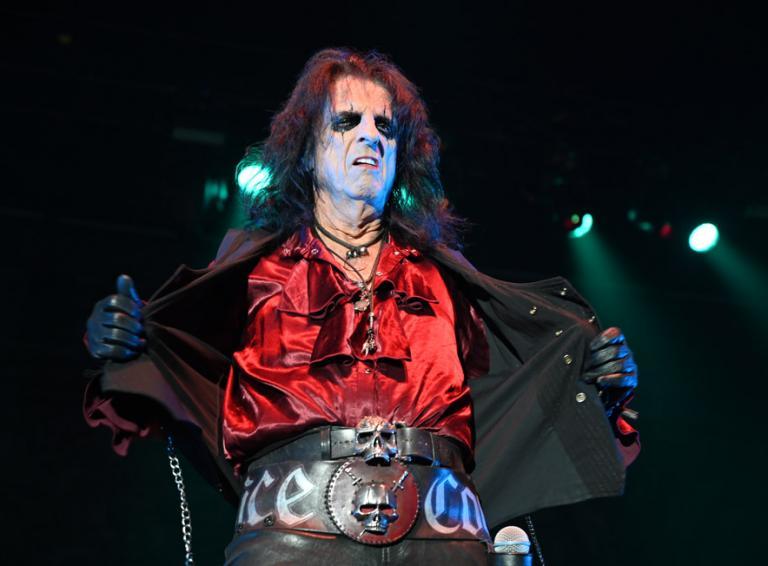 FOTOREPORT: Legendárny Alice Cooper v Bratislave predviedol originálnu vlastnú hororovú show