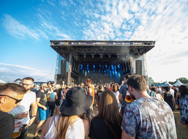 TOPFEST v Častkovciach si napriek obmedzeniam užili fanúšikovia aj kapely!