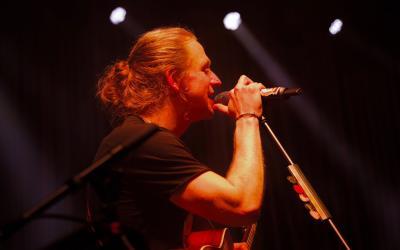 Tomáš Klus - Tri hodiny hudby a zábavy, včera sa začalo turné SpOlu 2019 v Bratislave