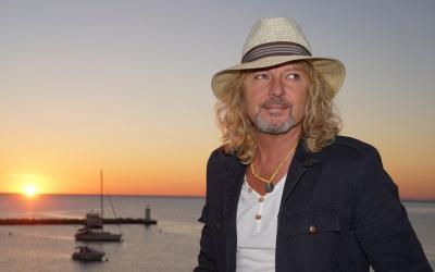 Peter Nagy je večným optimistom, v novej skladbe spieva Raz sa všetko vyrieši