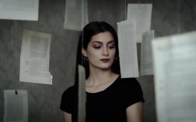 Erika Rein prichádza semotívnym videoklipom Hľadám