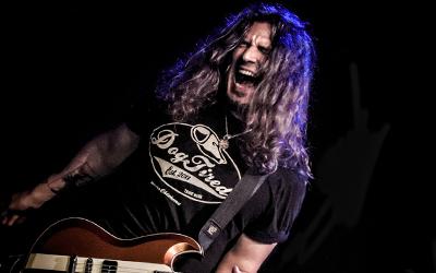 Prvý gitarový YouTuber, ktorý zachránil Bon Jovi. Phil X predstavil videoklip No Woman Of Mine