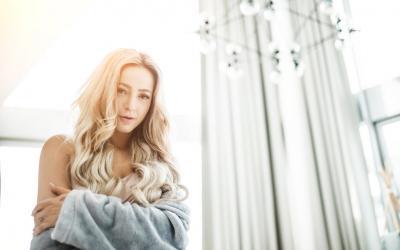 """Na slovenskú scénu prichádza muzikál Snehová kráľovná, titulnú skladbu """"Roztopím"""" naspievala Dominika Mirgová!"""