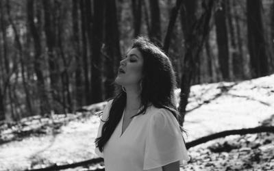 Celeste Buckingham predstavuje príbeh o nekonečnom kolobehu života - nový videoklip Time Is Ours