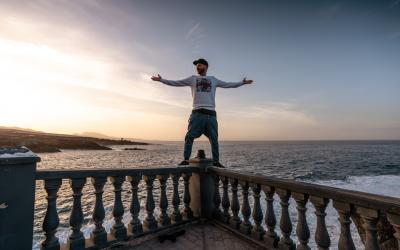 Raper Opak a Xindl X prinášajú z Tenerife nový videoklip Freetime