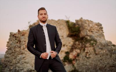 Samo Tomeček predstavuje novinku Iba v nej, v jeho prvom lyric klipe tancuje exotická tanečnica!