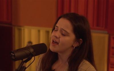 BlueZodiac vintímnej akustickej piesni smocným hlasom avo dvojici
